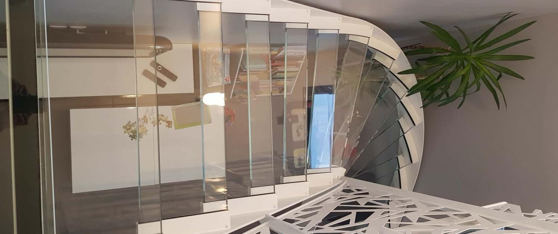 Dalle d'escalier en verre